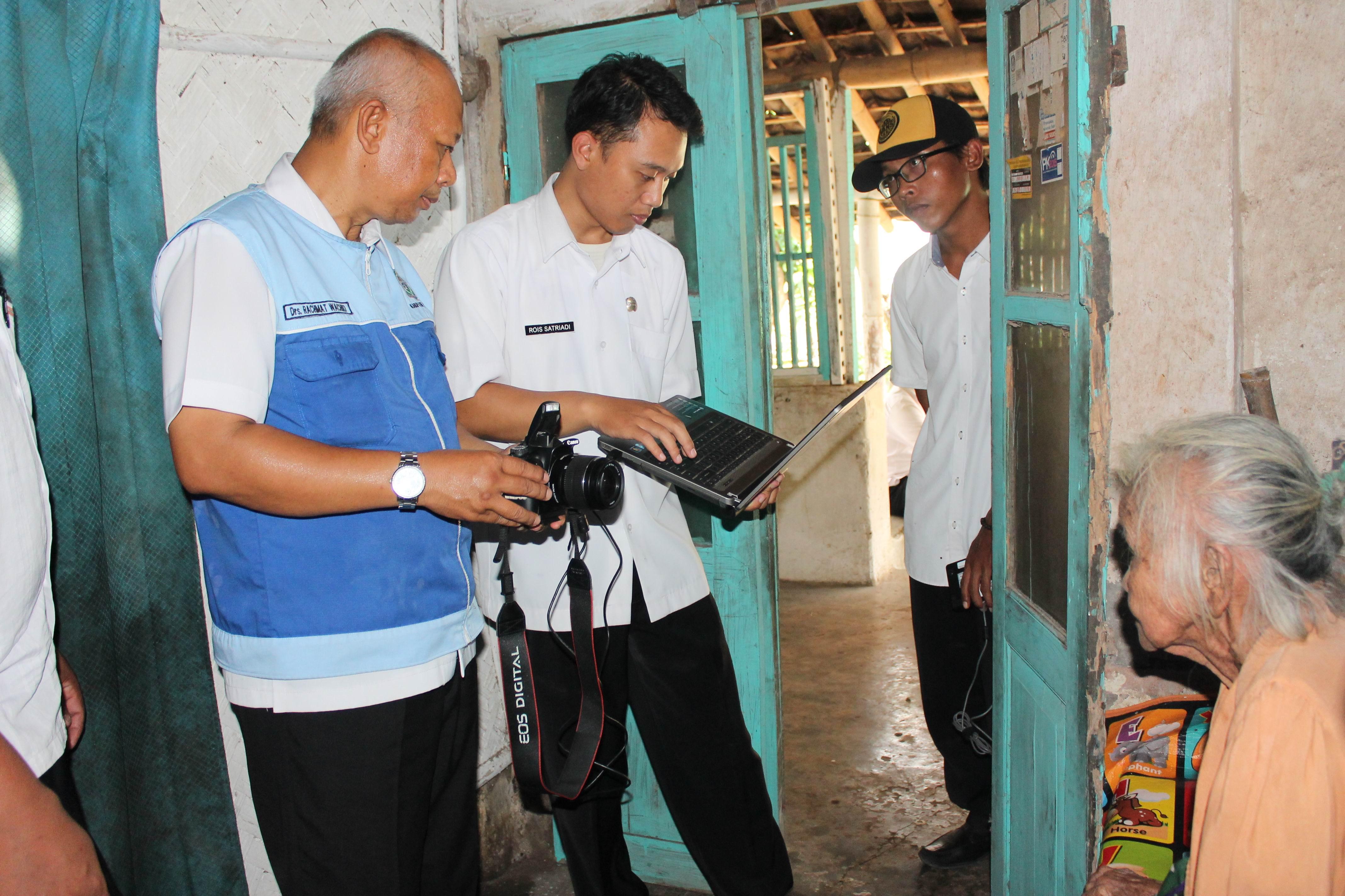 Perekaman KTP-Elektronik Lansia di Desa Munder