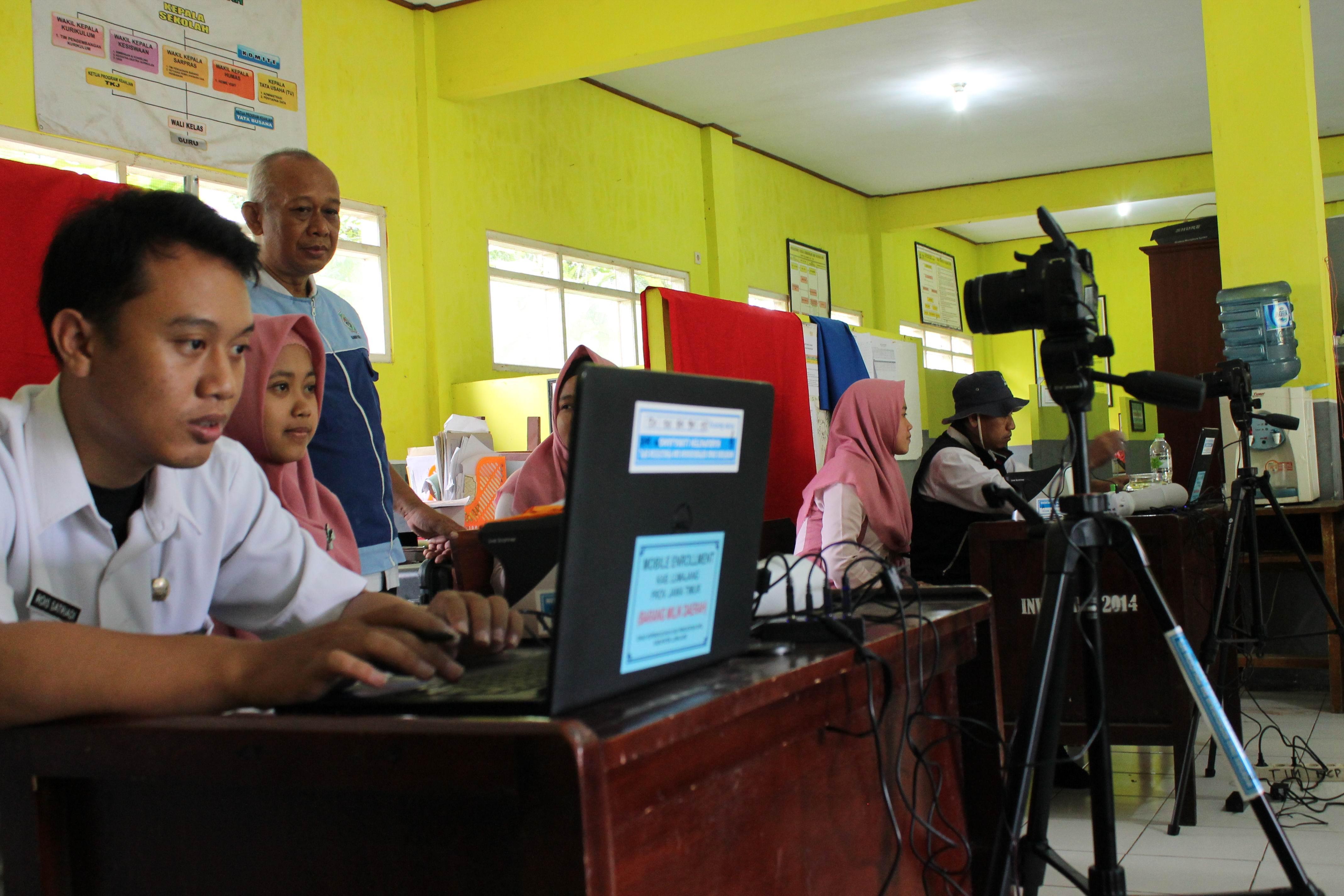 Perekaman KTP-Elektronik di SMK Darun Najah Petahunan Sumbersuko