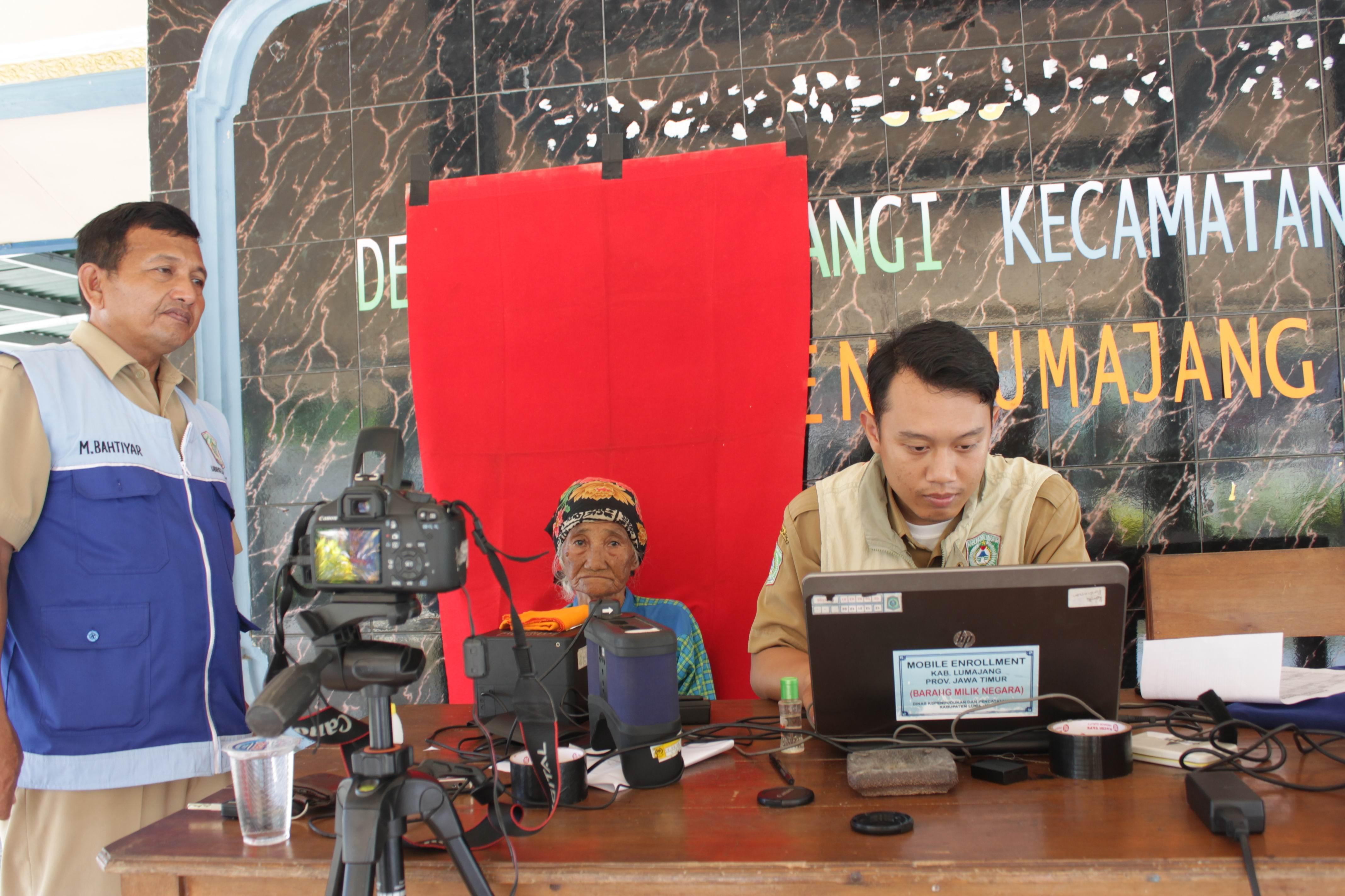 Perekaman KTP-Elektronik Lansia di Desa Kunir dan Desa Pandanwangi