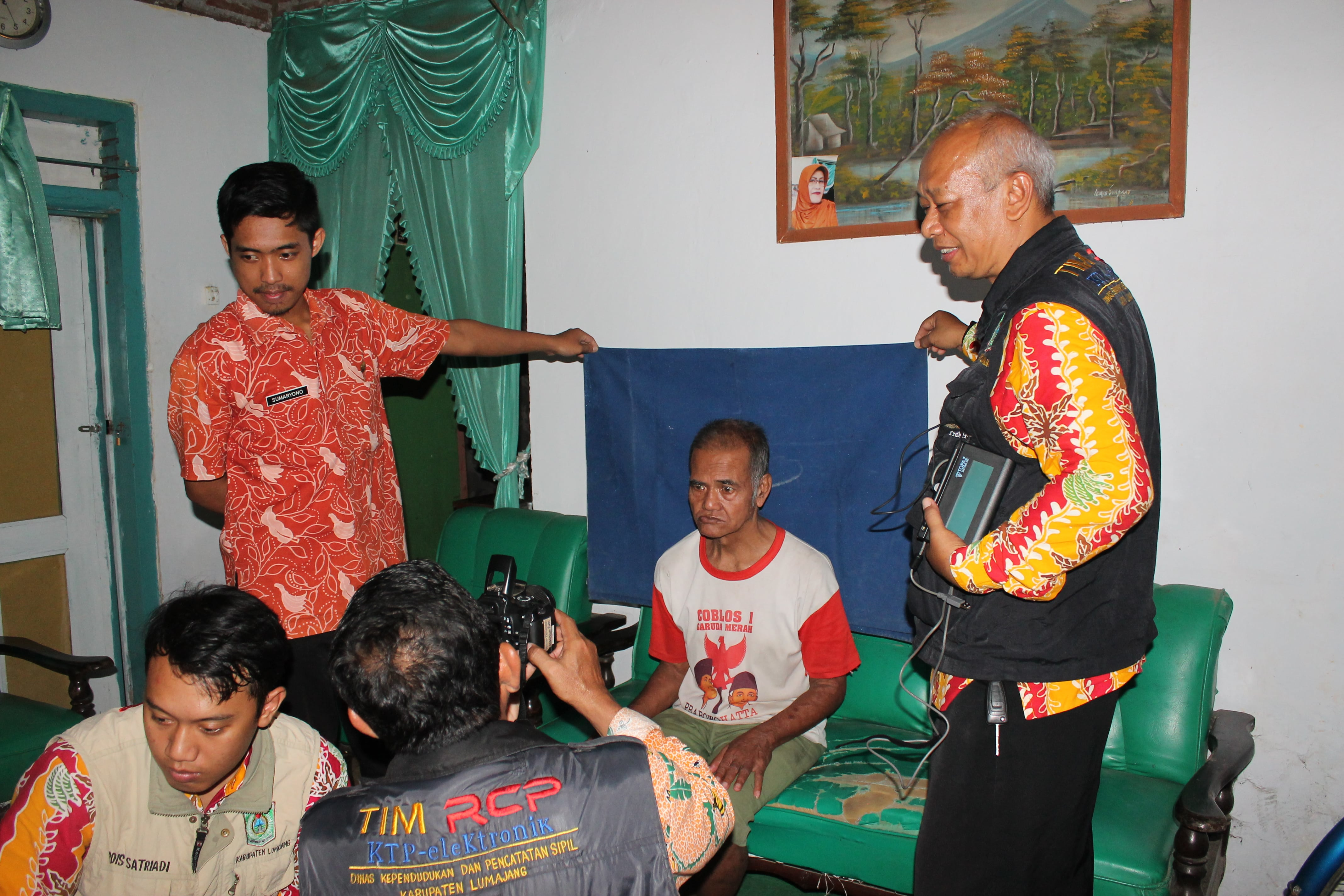Perekaman KTP-Elektronik Siswa dan Warga Lansia di Kecamatan Lumajang