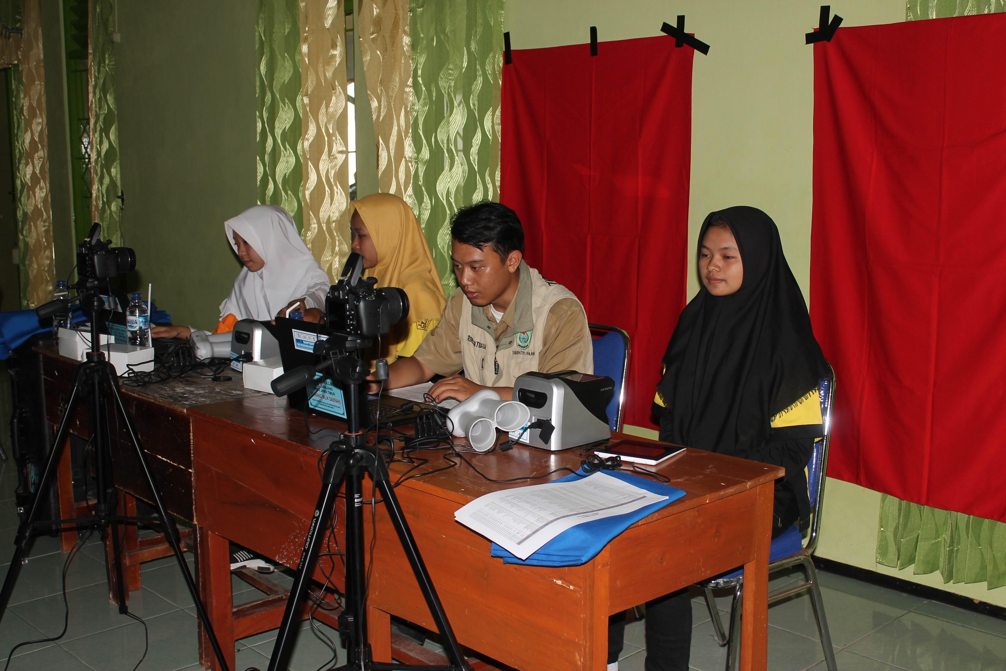 Perekaman KTP-Elektronik di SMK Negri Tekung Kecamatan Tekung