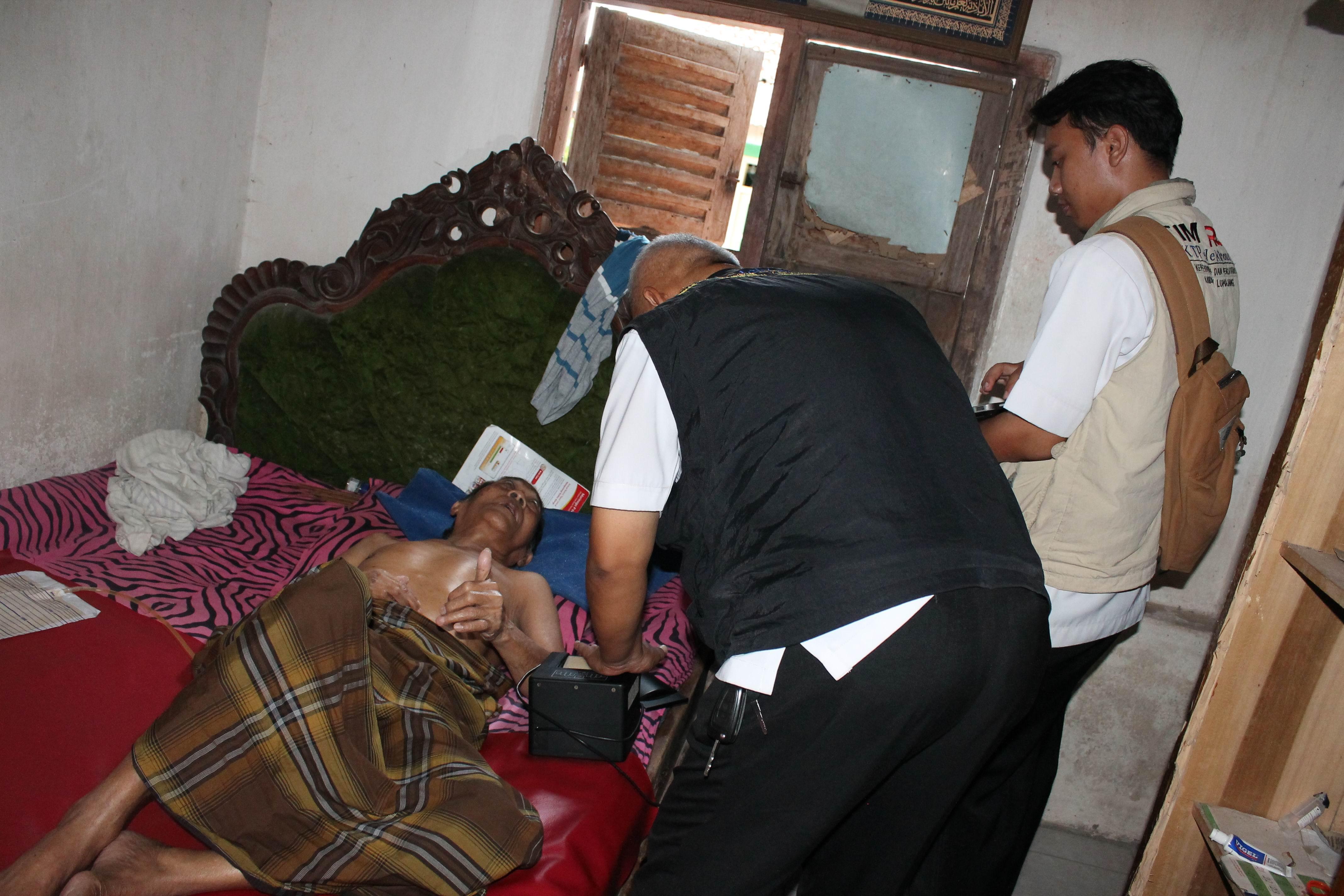 Perekaman KTP-Elektronik Warga Lansia di Kecamatan Lumajang dan Kecamatan Pasirian