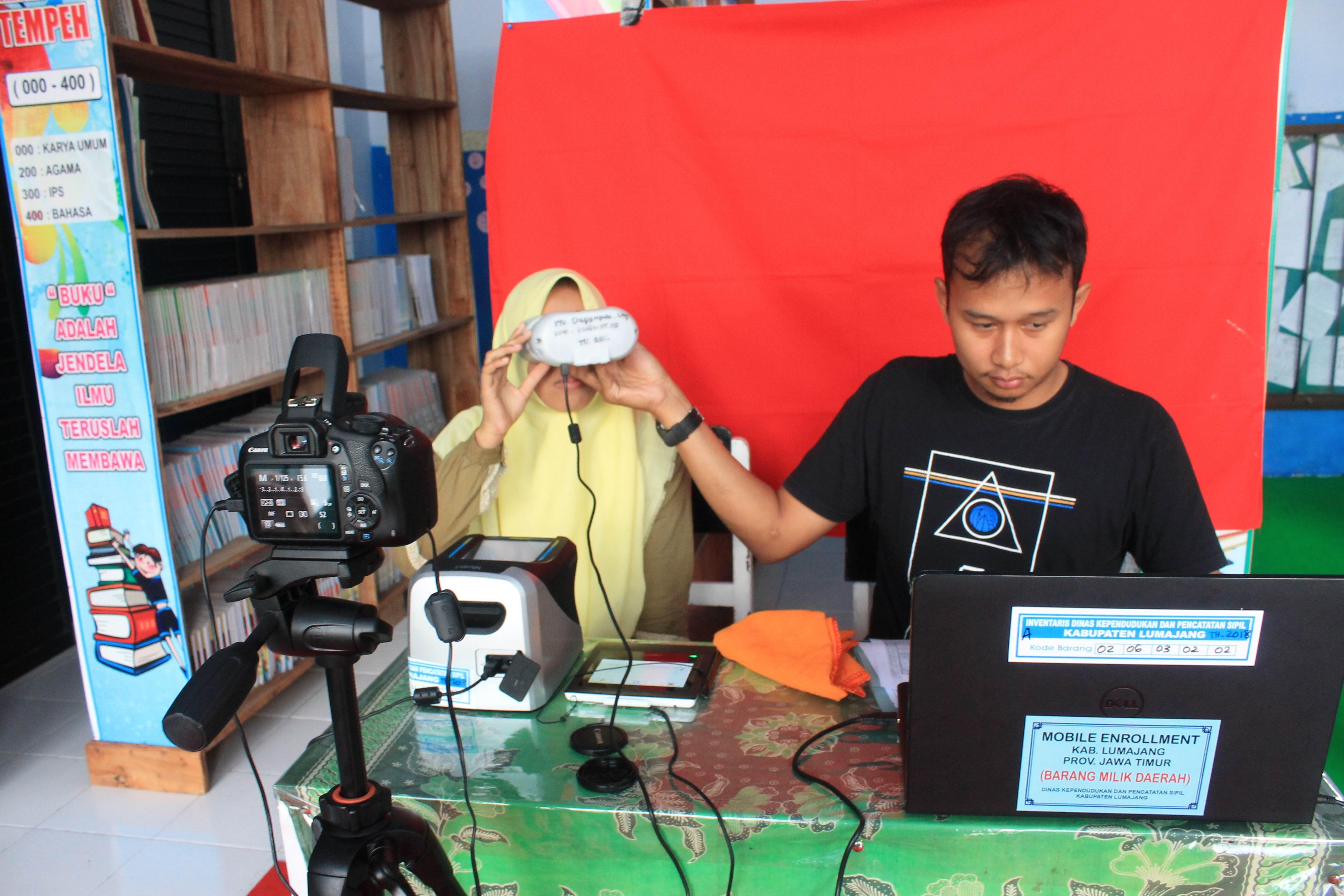 Perekaman KTP-Elektronik di MA AN-NUR Tempeh dan SMK Mulia Tempeh