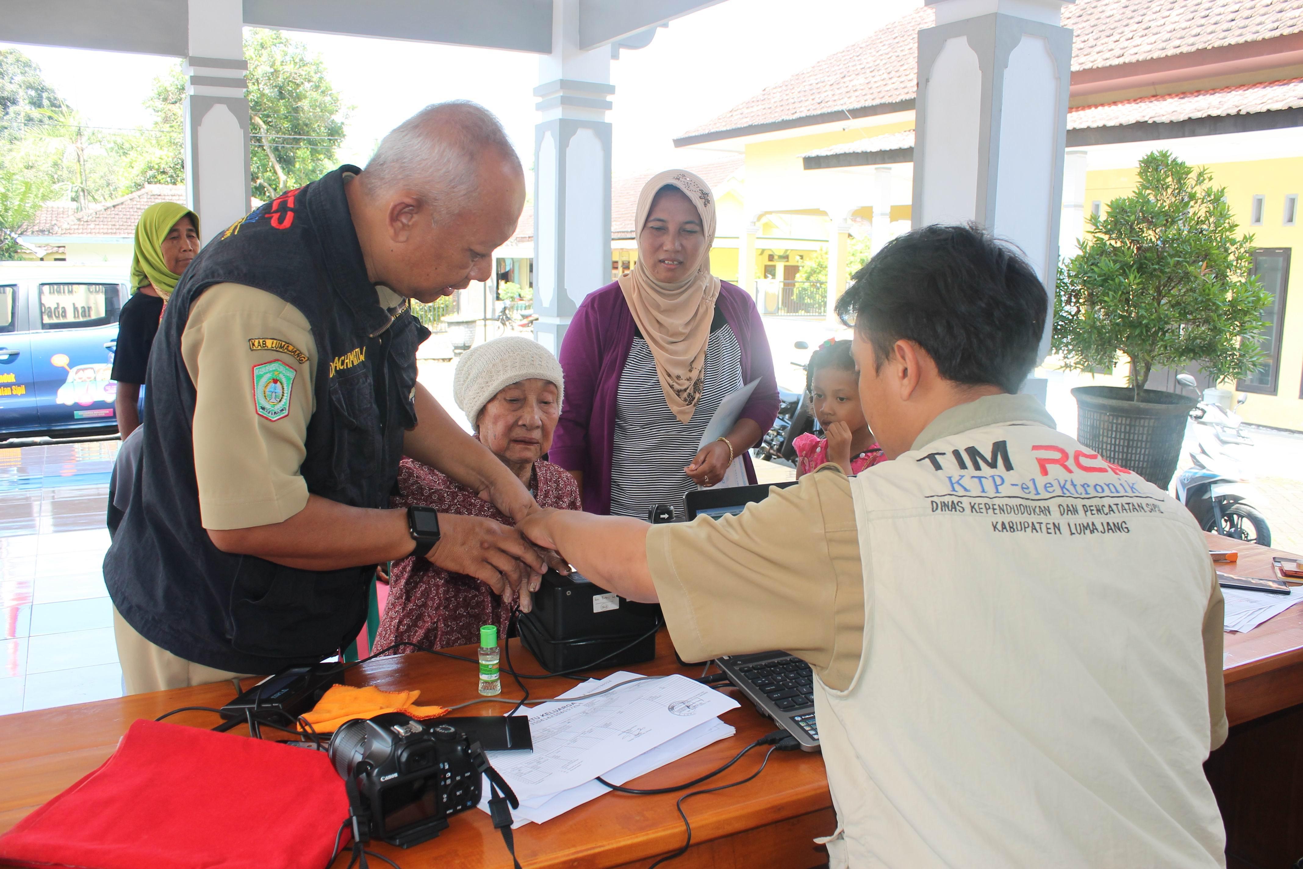 Perekaman KTP-Elektronik di Desa Kalidilem Kecamatan Randuagung