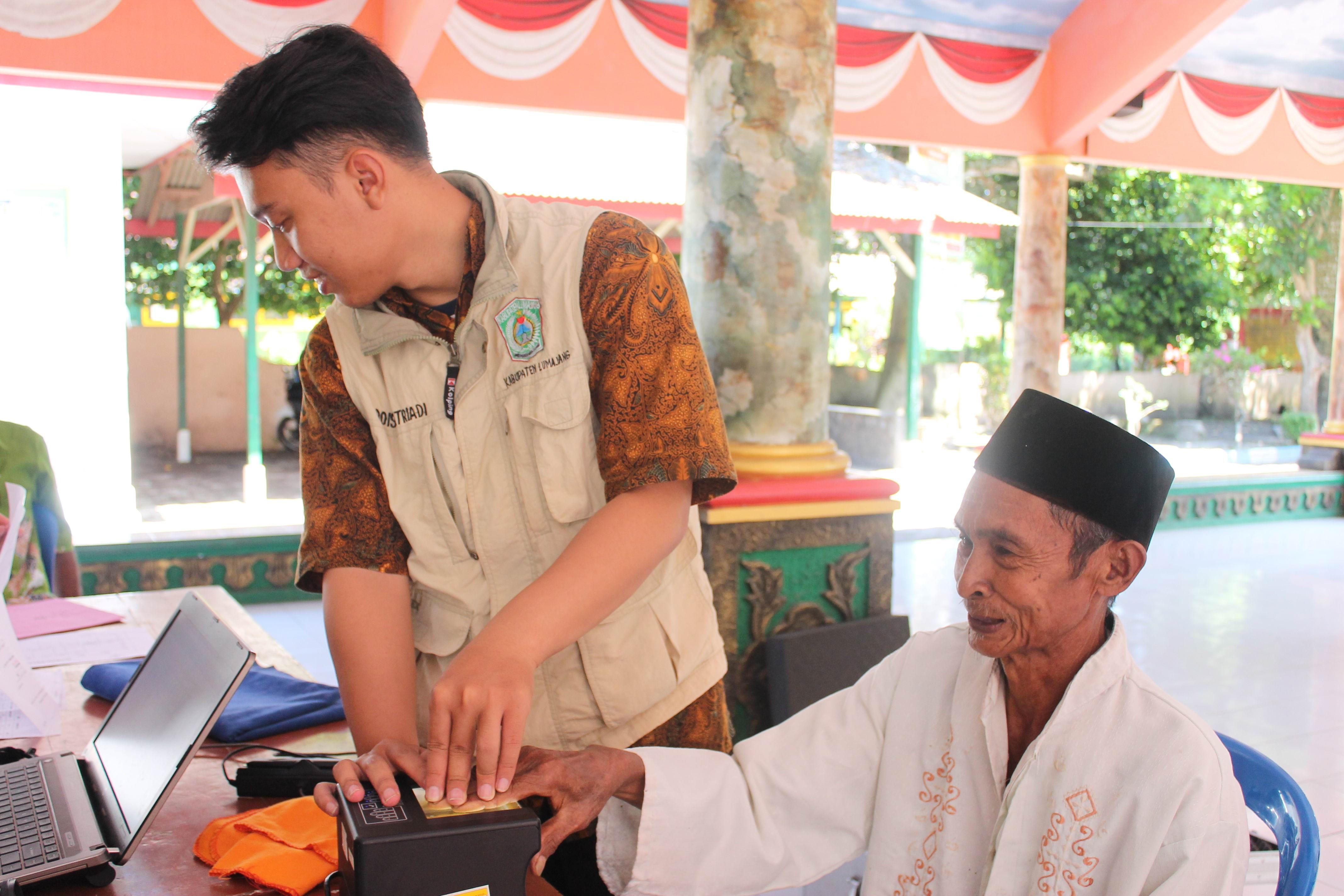 Perekaman KTP-Elektronik Lansia dan Orang dengan Berkebutuhan Khusus di kecamatan Tempeh