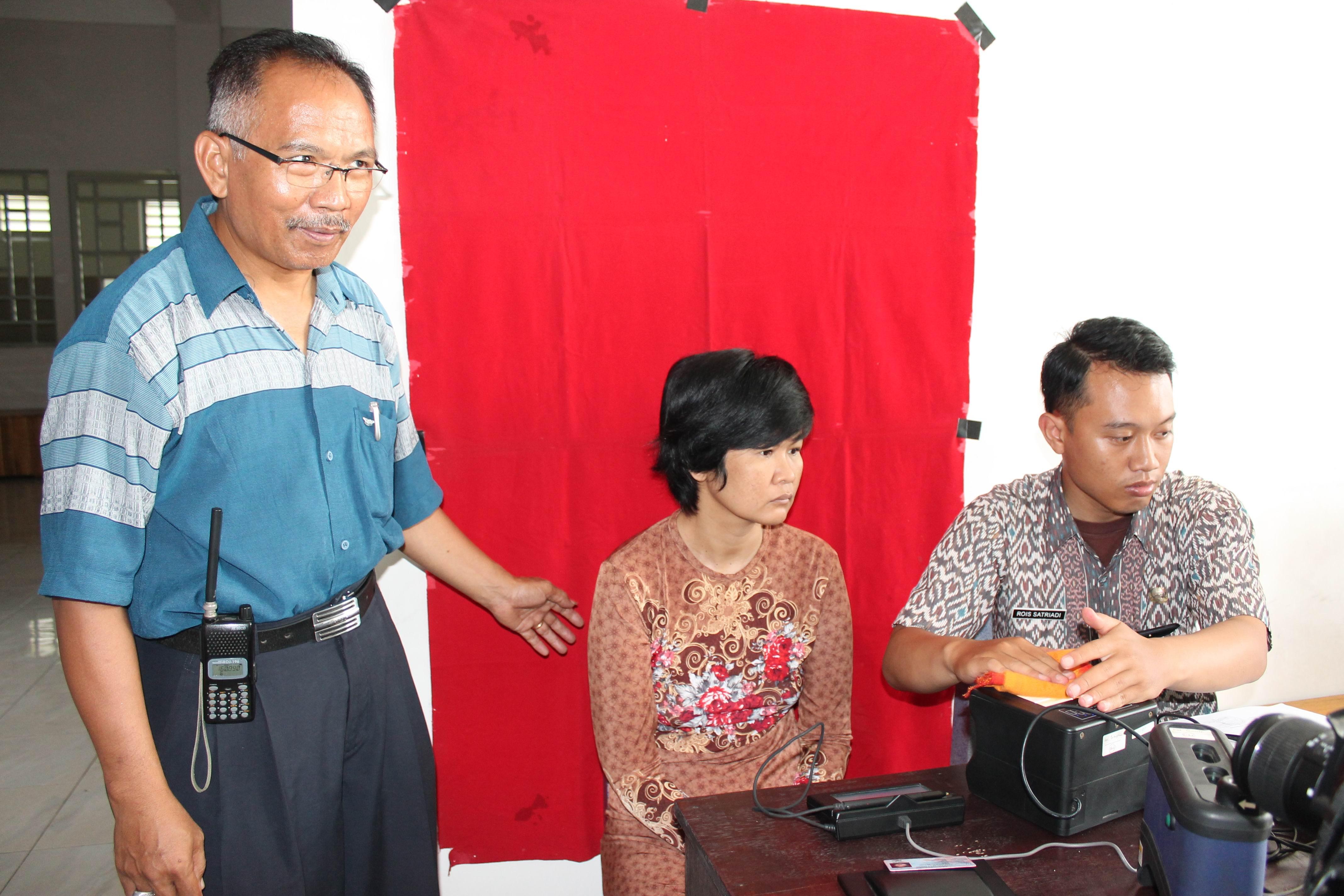 Perekaman KTP-Elektronik di Pondok Waras Pasirian