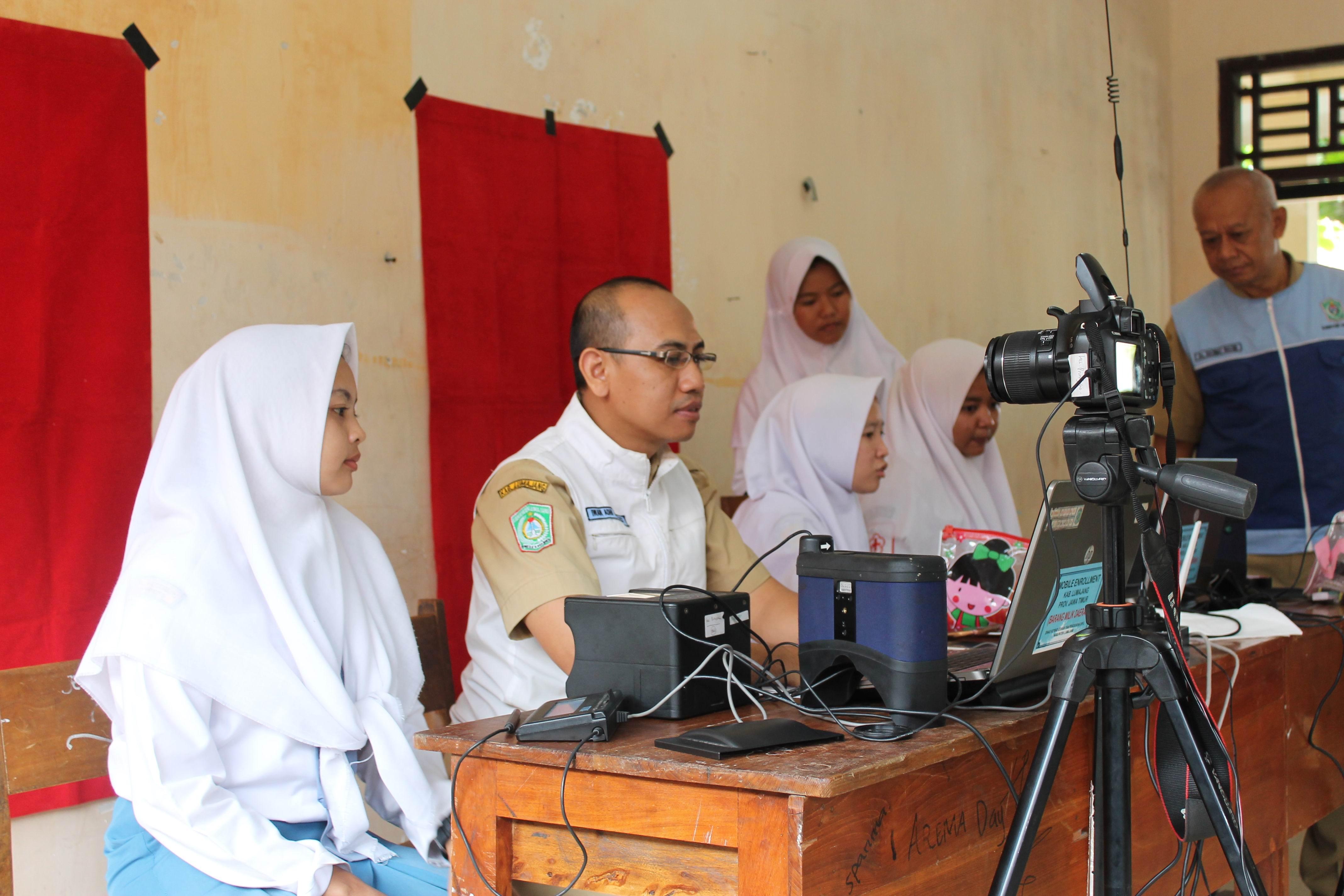 Perekaman KTP-Elektronik Lanjutan di SMA Negeri I Jatiroto